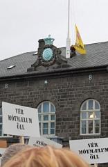 Saving Iceland flaggar Bónussvíninu haustið 2008