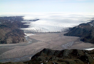 The glacier flowing toward Kangerlussuaq from the interior ice cap