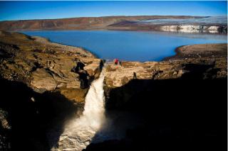 Farið and Hagavatn Lake