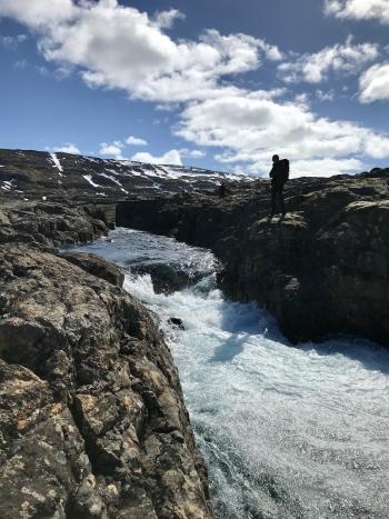 Stokkar við ofanverða fossaröðina í Eyvindarfjarðará.